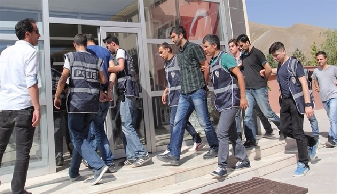 Malatya'da 4 polis tutuklandı