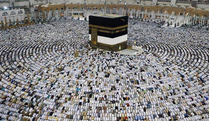 Milyonlar Kabe'de bayram namazı kıldı