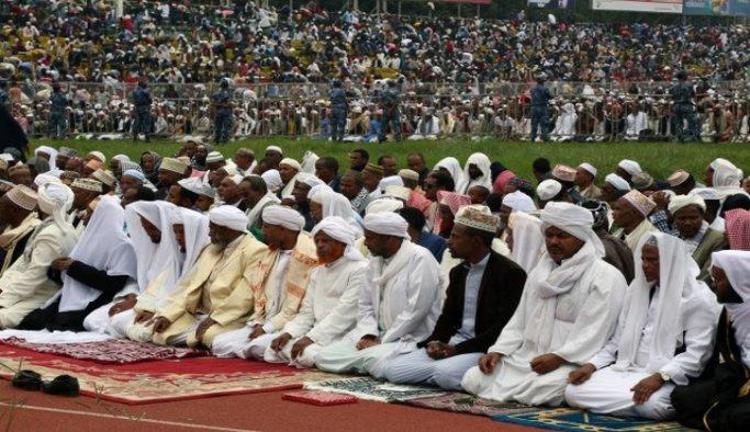 Milyonlarca Etiyopyalı namaz için stadyumu doldurdu