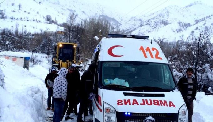 Bitlis'te kar hastalara geçit vermedi