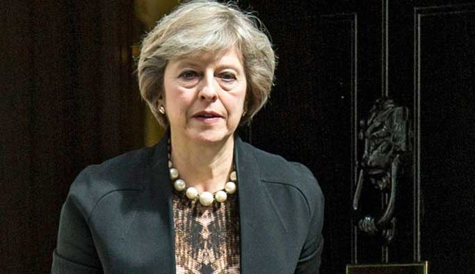 Theresa May: Brexit sonrası AB vatandaşlarının hakkı korunacak