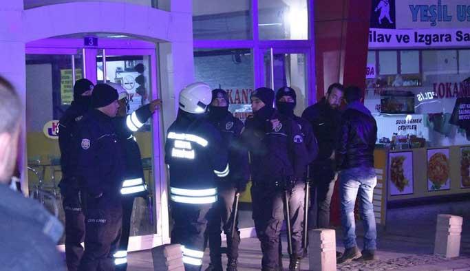 Konya'da yüzlerce kişi HDP teşkilatını bastı
