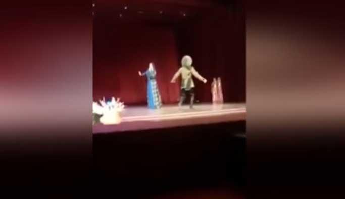 Sahnede öldü, şov sanıp alkışladılar