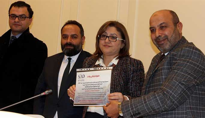 Suriyeli iş adamları 1 milyon doları TL'ye çevirdi