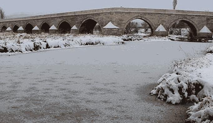 Türkiye'nin en uzun nehri buz tuttu