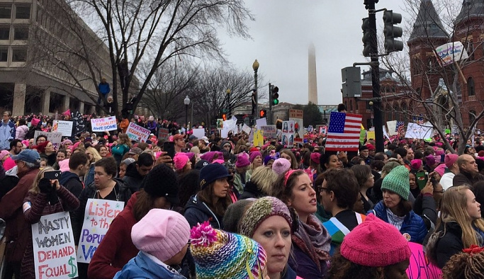 10 binlerce kadın Beyaz Saray'a doğru yürüdü