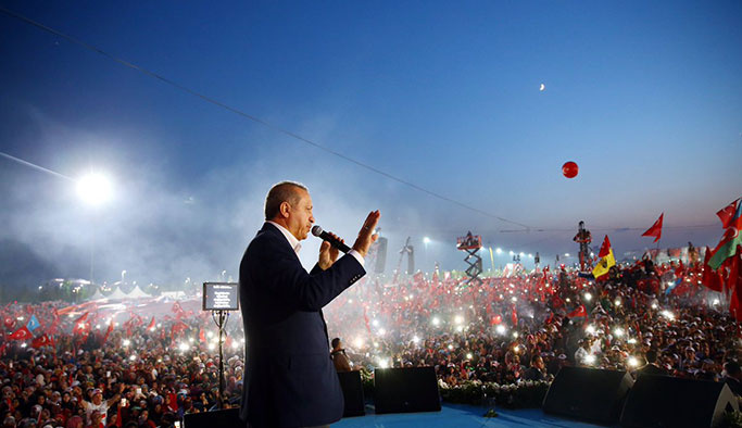 Erdoğan, referandum için sahaya iniyor