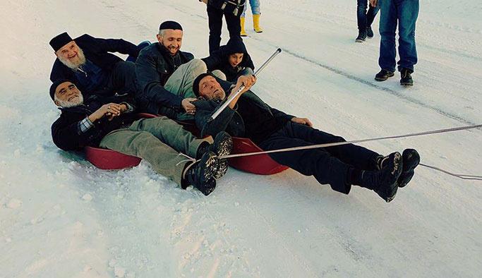 Erzurumlu dedelerin kayak keyfi