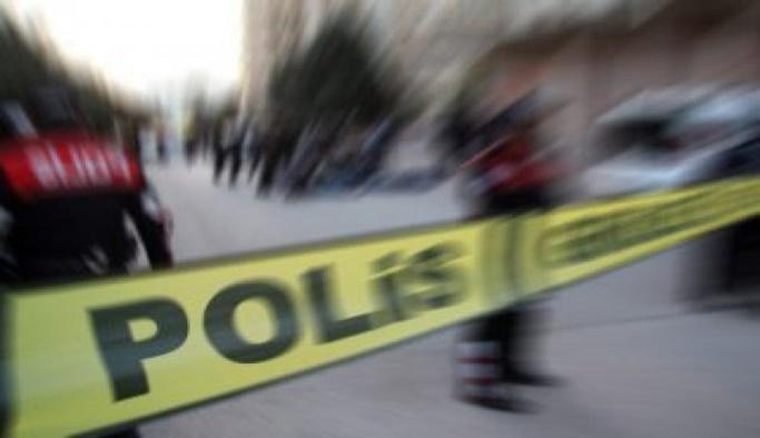İzmir'de bir kişi ailesini silahla rehin aldı