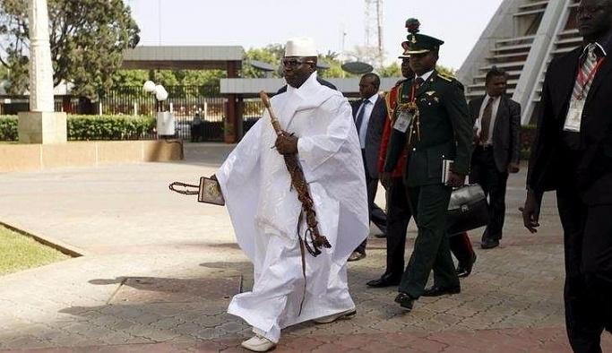 Gambiya'nın mağlup lideri ülkeyi terk etti