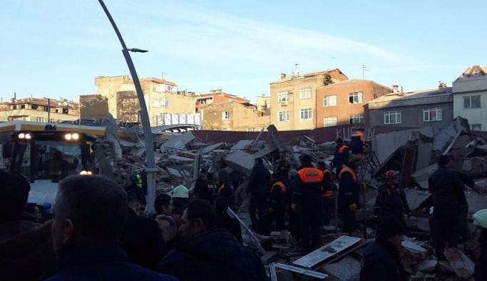 İstanbul'da bina çöktü: 2 ölü, 17 yaralı