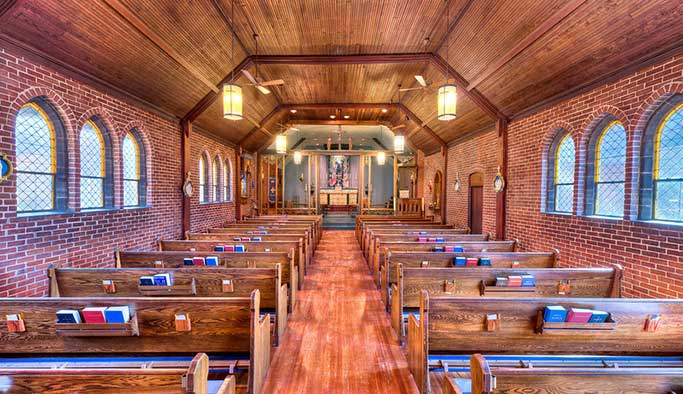 Kur'an okunan kilise tehditler alıyor