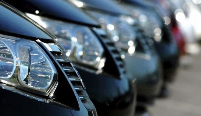 Lüks araç satışları yarı yarıya düştü