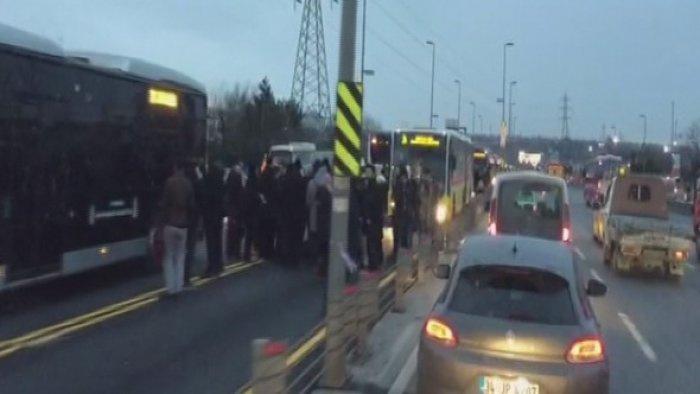 Metrobüs hattında kaza