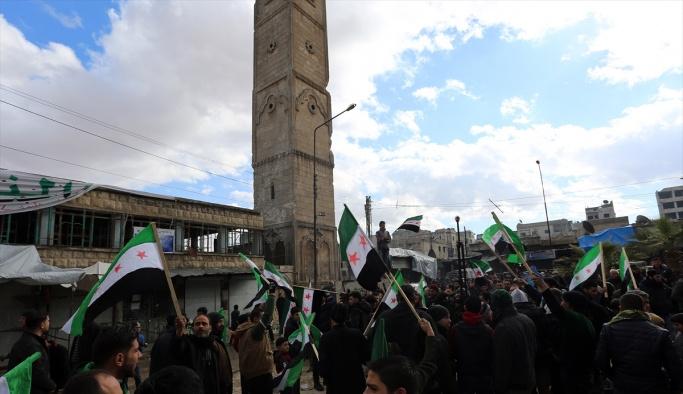 Suriye'de cuma namazı sonrası Esed protestosu