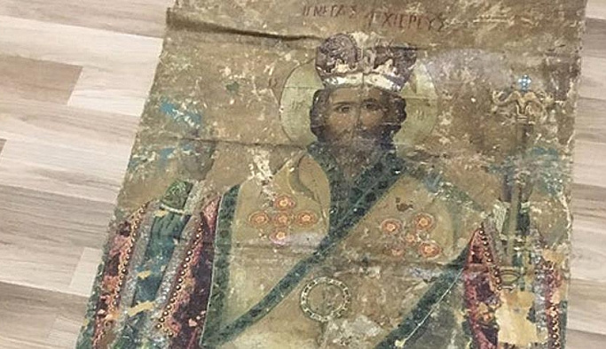 Adana'da otomobilin bagajında ikona ele geçirildi