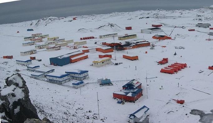 Antartika'da kurulacak bilim üssü için yola çıktılar
