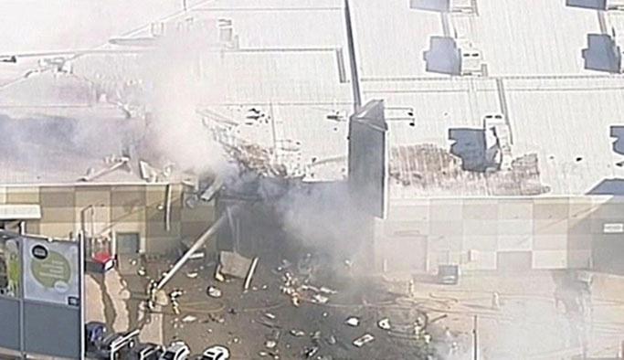 Avustralya'da AVM'nin üzerine uçak düştü
