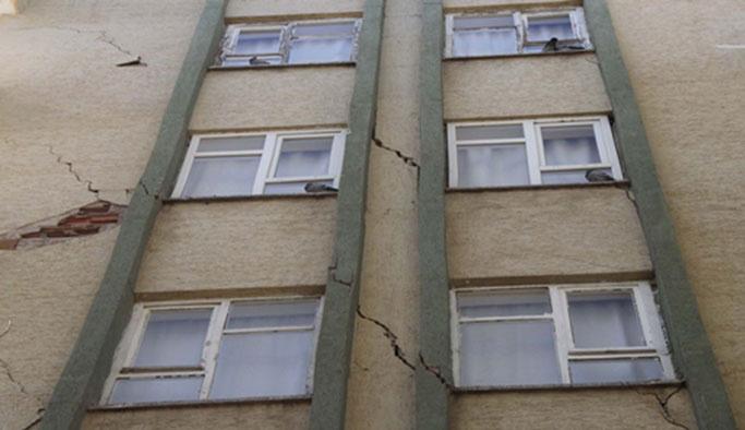 Bağcılar'da metro inşattında 4 bina hasar gördü