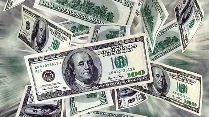 Dolar güne 3,70'in altında başladı