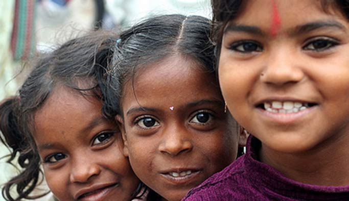 Koruma altındaki Hintli çocuklar batılı ailelere satıldı