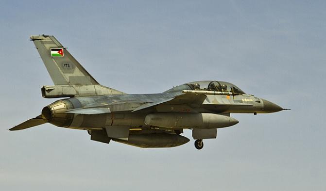 Suudi Arabistan'da Ürdün'e ait F-16 savaş uçağı düştü