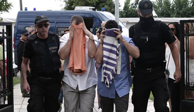 Yunanistan yeni sığınan iki askere de kucak açtı