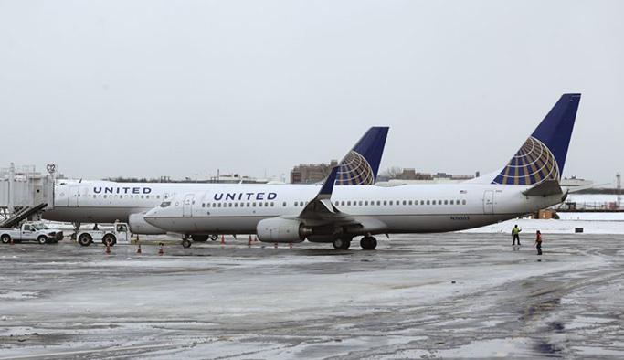 ABD'de tayt giyen iki kız uçağa alınmadı