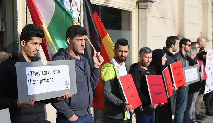 Almanya'daki Kürtler'den PKK-PYD'ye karşı protesto