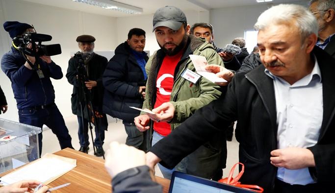 Almanya'daki Türkler sandık başında