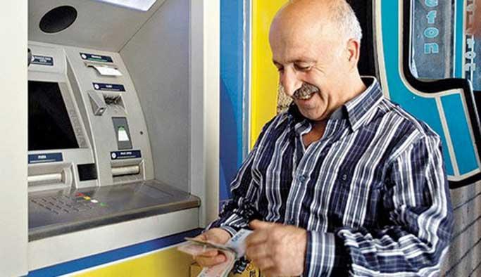 Fazla çalışan emeklilere ikramiye ödemesi başladı