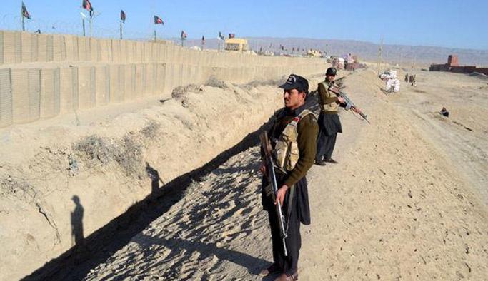 İki İslam ülkesi sınıra tel-duvar örgüyor