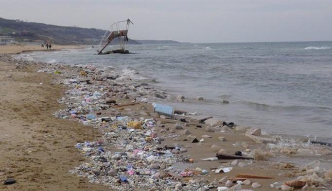 Kilyos sahili çöplüğe dönüştü