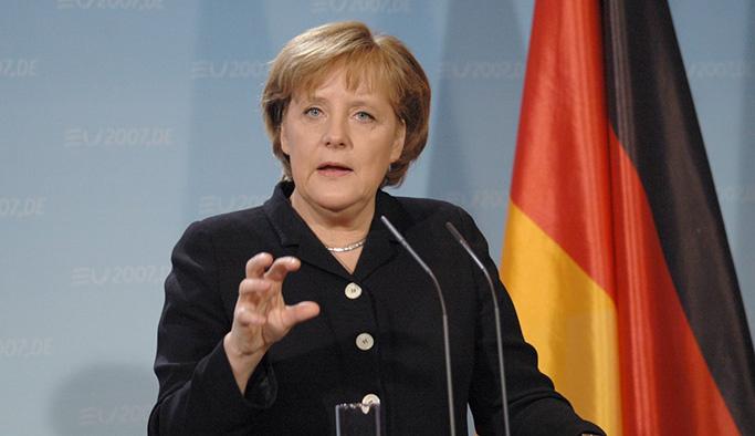 Merkel'den Türkiye ile gerginliği düşüren açıklamalar