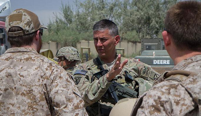PYD sorularında zorlanan Amerikalı komutan Türk muhabire çıkıştı