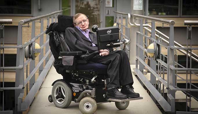 Stephen Hawking'in sesi olmak için sıraya girdiler