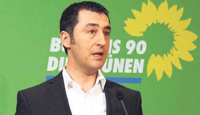 'Türkiye düşmanı' Cem Özdemir'e 'doktora' şoku