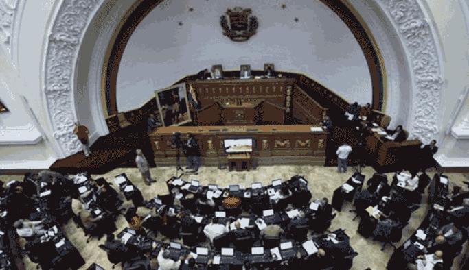 Venezuela'da Yüksek Mahkeme'den Kongre'ye uyarı