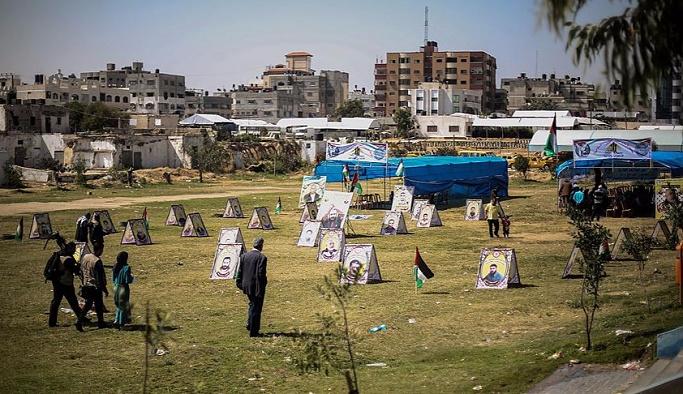 Açlık grevindeki Filistinlilere destek çadırı