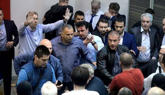 Balkan ülkesinde kriz: Meclis işgal edildi, vekiller rehin alındı