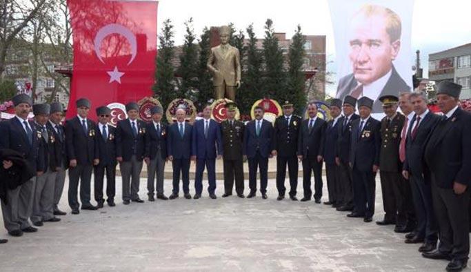 CHP'li belediye 5 metrelik Atatürk heykeli dikti