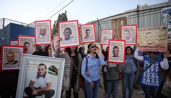 İsral güçleri, açlık grevi yapan Filistinlileri darbetti