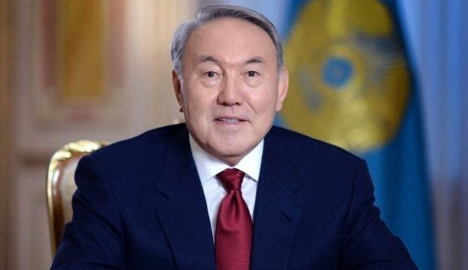 Kazakistan kendi alfabesini bıraktı, latin alfabesine geçti