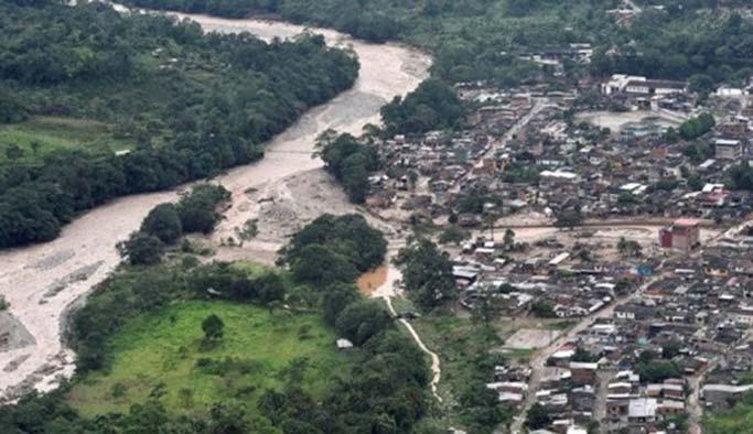 Kolombiya'da nehir taştı: 2 ölü