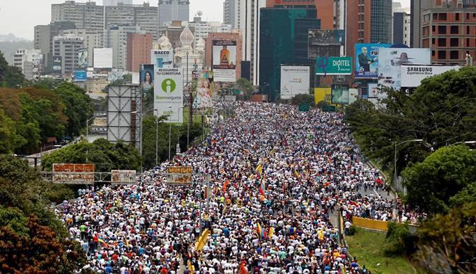 Maduro'dan muhalefete zeytin dalı