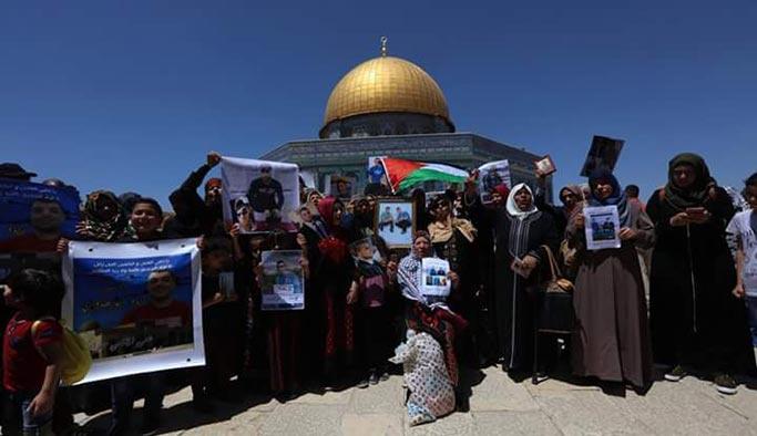 Mescid-i Aksa'da tutuklulara destek gösterisi