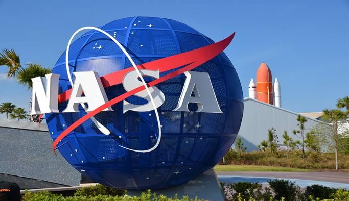 NASA metalik uzay elbisesi üretti