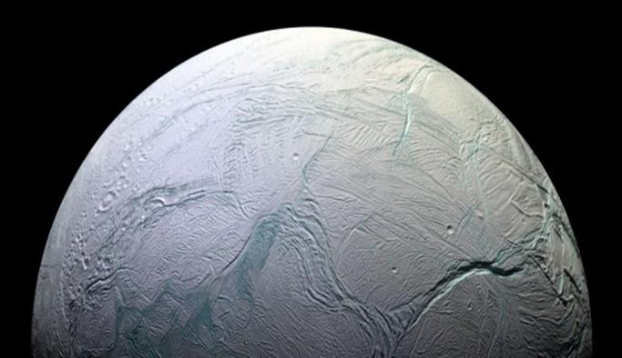 NASA: Enceladus'un yaşama uygun olduğundan eminiz