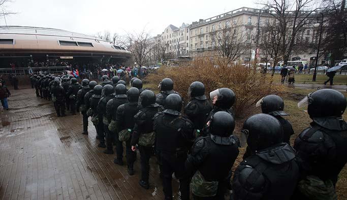 Putin karşıtları sokaklara döküldü