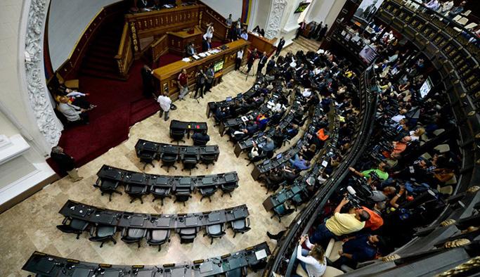 Venezuela'da mahkeme Meclis'i fesih kararını geri aldı